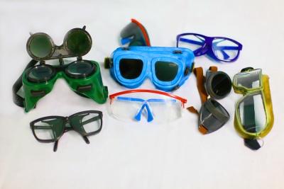 Защитные очки предназначены для защиты глаз от воздействия вредных  производственных факторов (твердых частиц, брызг жидкостей и расплавленного  металла, ... e57341dec60